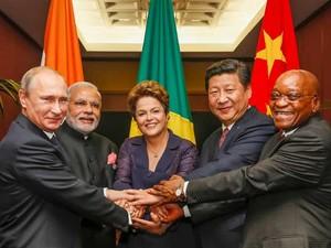 Dilma posa para foto ao lados dos chefes de estados dos Brics na Austrália (Foto: Roberto Stuckert Filho/PR)