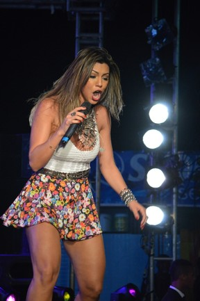 Vina Calmon em show em Salvador, na Bahia (Foto: Felipe Souto Maior/ Ag. News)
