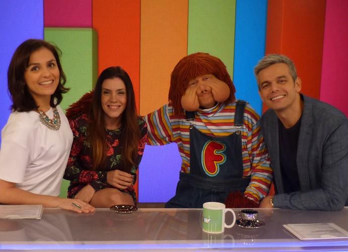 Fofão e Simony tiram foto com Otaviano Costa e Monica Iozzi na bancada do 'Vídeo Show' (Foto: Adam Scheffel / Gshow)