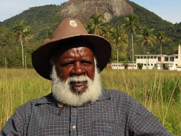 Júlio de Almeida ainda mora na Ilha Grande, para onde foi como prisioneiro em 1958 (Foto: BBC)