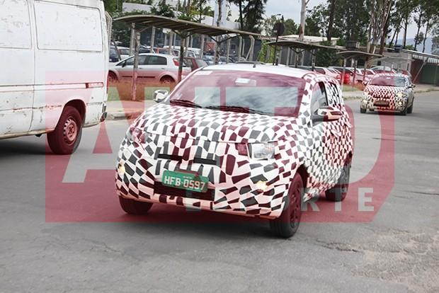 Apenas ângulo de para-brisa e recorte das portas dianteiras são compartilhados entre o Fiat Mobi e o Uno (Foto: Marlos Ney Vidal/Autoesporte)
