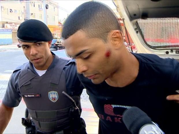 Mulher é morta a tiros no trabalho e ex-namorado é preso em Guarapari (Foto: Reprodução/ TV Gazeta)