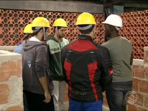 Construção civil enfrenta falta de mão de obra na região (Foto: Reprodução/TV Rio Sul)