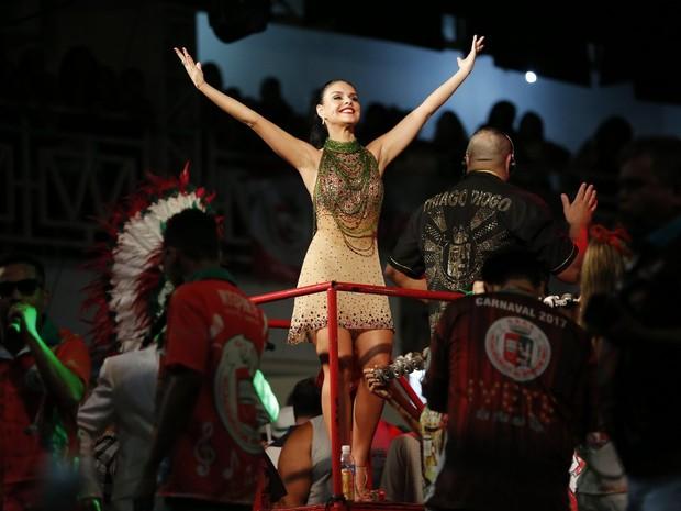 Paloma Bernardi na quadra da Grande Rio, em Duque de Caxias, na Baixada Fluminense, no Rio (Foto: Marcos Serra Lima/ EGO)