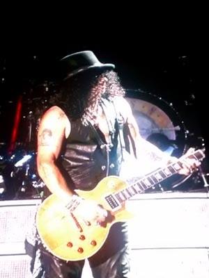 Slash durante show do Guns N' Roses em Brasília (Foto: Lucas Nanini/G1)