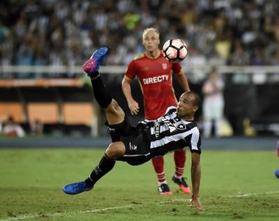 Roger gol Botafogo x Estudiantes Fase de Grupos Libertadores 2017 (Foto: André Durão)