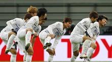 Hisato Sato & Sanfrecce Hiroshima team mates roll out a Sumo esque celebration v Ulsan