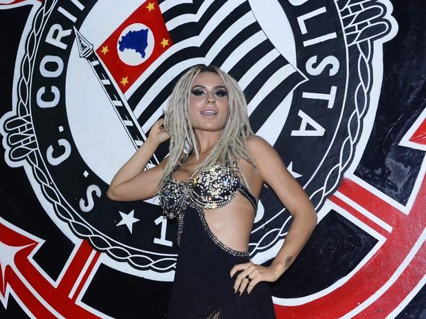 Fernanda Lacerda, a Mendigata, na quadra da Gaviões da Fiel em São Paulo (Foto: Leo Franco/ Ag. News)
