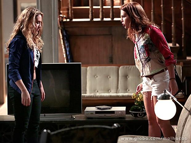 Anita não aceita as acusações de Meg e enfrenta a menina (Foto: Malhação/ TV Globo)