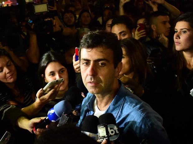 Marcelo Freixo (PSOL), candidato a prefeito derrotado no Rio de Janeiro, concede entrevista após o resultado do 2º turno da eleição municipal. Ele perdeu para Marcelo Crivella (PRB), que recebeu 59,36% dos votos válidos (Foto: Tasso Marcelo/AFP)