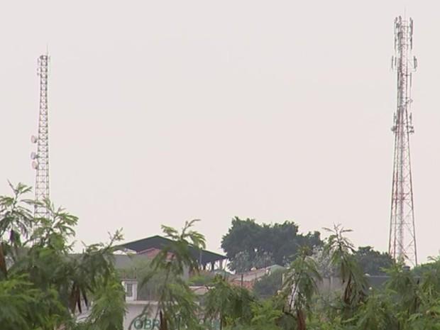 População reclama do sinal das operadoras nas duas cidades (Foto: Reprodução/ TV TEM)