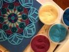 Artista plástica realiza exposição de mandalas de areia em Campinas, SP