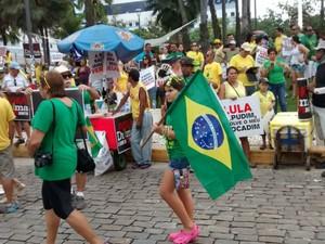 protesto na praça portugal em 12 de abril (Foto: Gabriela Alves/g1)