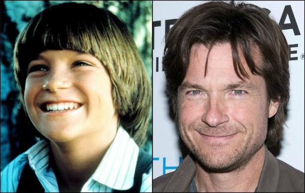 Passadas algumas décadas, esse sorridente garotinho se tornou o desejado e premiado ator Jason Bateman, atualmente com 45 anos de idade. (Foto: Acervo Pessoal e Getty Images)