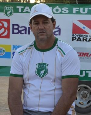 Vitor Hugo segue comandos os treinamentos da equipe santarena (Foto: Sabrina Rabelo/GloboEsporte.com)
