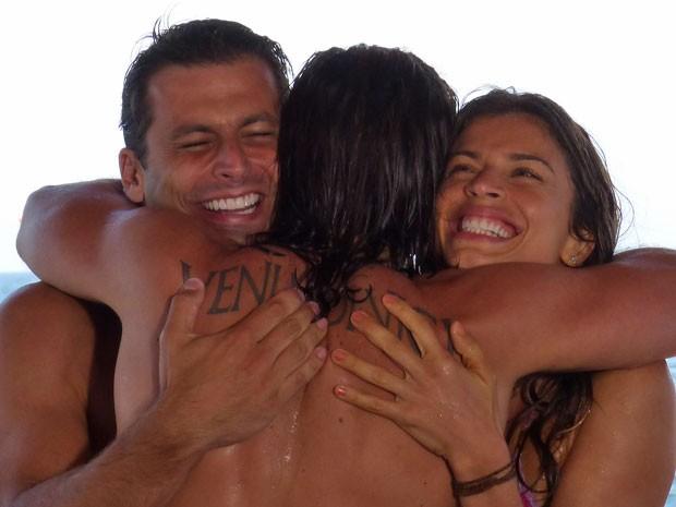 Cassiano e Ester reencontram Alberto depois de anos  (Foto: Flor do Caribe / TV Globo)