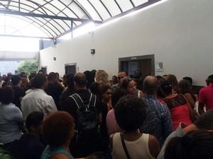 Corpo do estudante foi sepultado nesta terça-feira sob comoção (Foto: Henrique Mendes/G1)