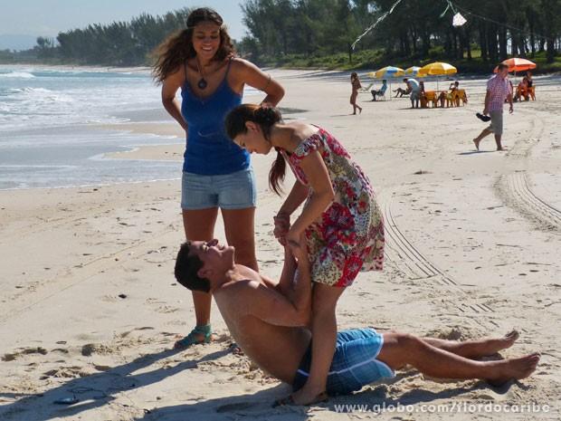 Rodrigo fica encantado com o jeitão de Amaralina (Foto: Flor do Caribe / TV Globo)