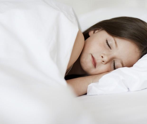 """'Crianças cujos dois pais são sonâmbulos têm sete vezes mais chances de desenvolver o transtorno"""" (Foto: Thinkstock)"""