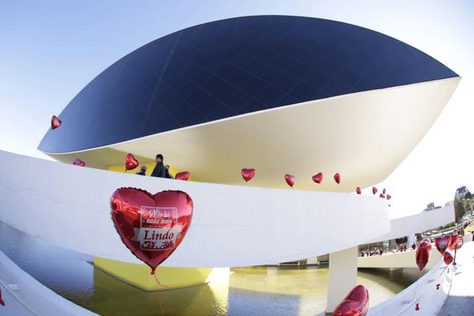O Estúdio C também encheu o Museu Oscar Niemeyer de amor (Foto: Luiz Renato Correa/RPC)