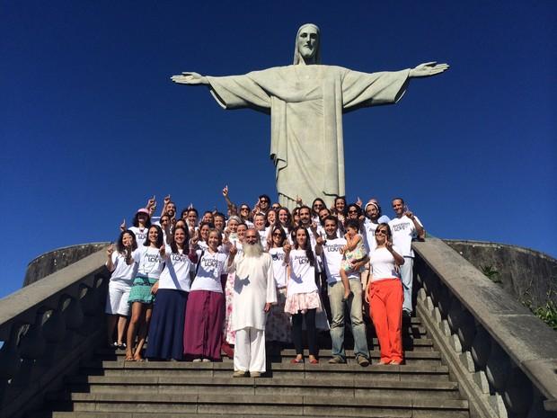 Cristo Redentor é palco de campanha de meditação no Rio (Foto: Matheus Rodrigues/ G1)