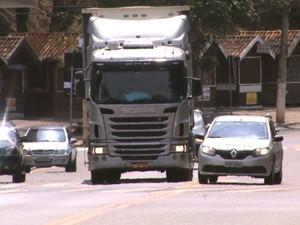 Número de multas dobrou em trecho urbano de rodovia em Águas da Prata (Foto: Eder Ribeiro/EPTV)