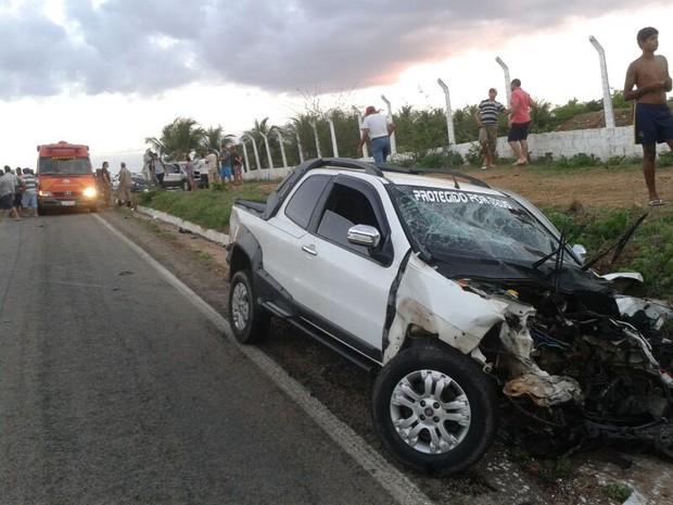 Veículo fez uma ultrapassagem e colidiu de frente com o carro da vítima. (Foto: Divulgação/ Polícia Civil)
