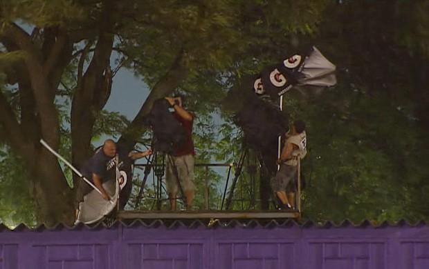Chuva com vento Defensor x Olimpia pela Libertadores (Foto: Reprodução/SporTV)