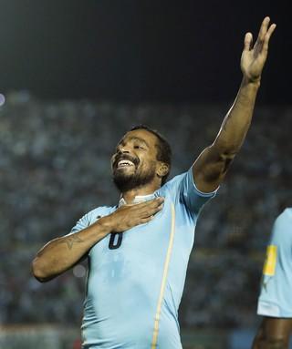 Alvaro Pereira gol Uruguai x Chile (Foto: AP)