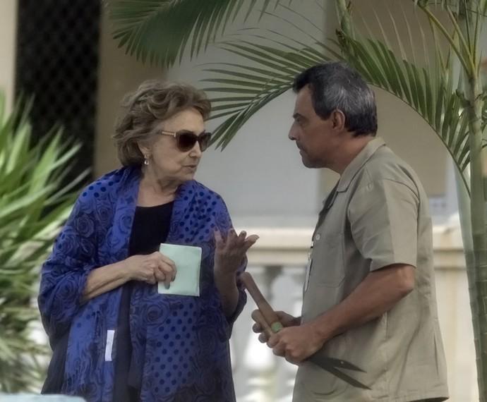 Fábia suborna faxineiro para conseguir voltar a beber  (Foto: TV Globo)