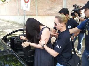 Psicóloga foi presa na manhã desta sexta-feira em POrto Alegre (Foto: Josmar Leite/RBS TV)