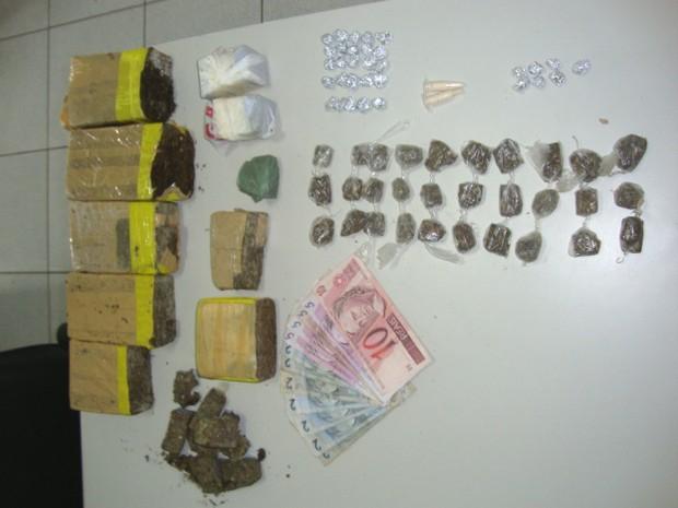Material apreendido pela Polícia Civil em São José dos Campos nesta segunda. (Foto: Divulgação/Polícia Civil)