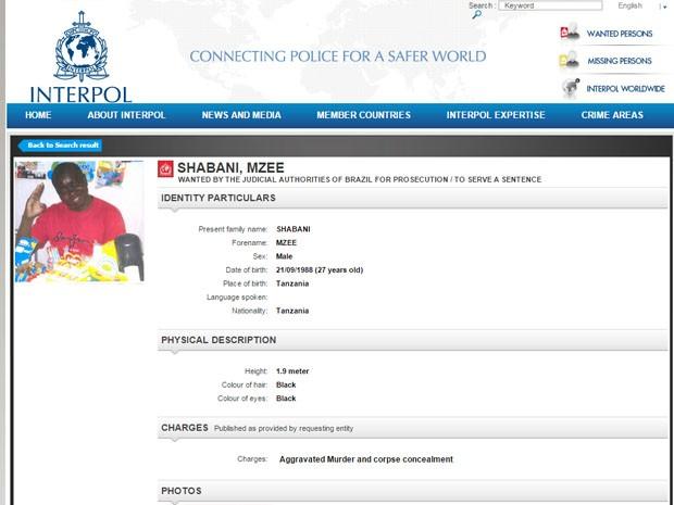 Mzee Shabani é procurado pela morte do menino Ezra (Foto: Reprodução/Interpol)