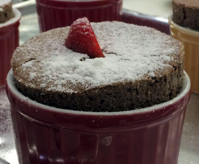 Suflê de Chocolate tem borda irresistível (Foto: Mais Você/Gshow)