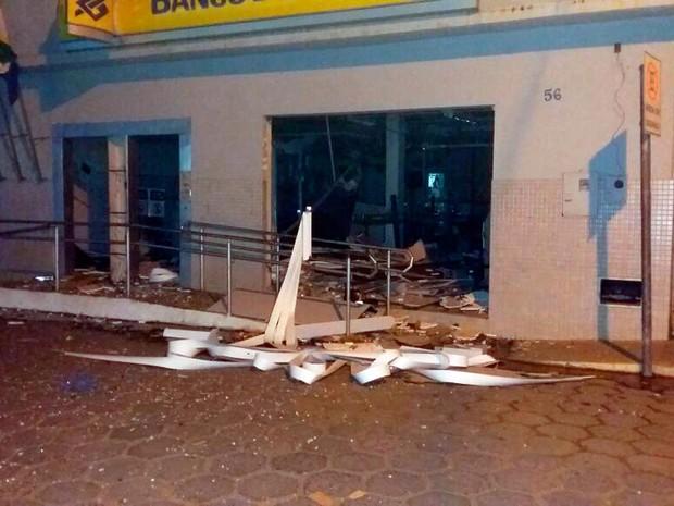 Agência do Banco do Brasil ficou destruída (Foto: Arquivo pessoal)