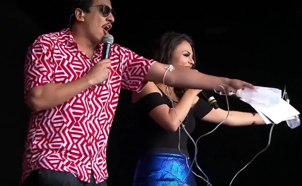 Marco e Bruna Louise no Digital Stage com soros (Foto: Reproduo)