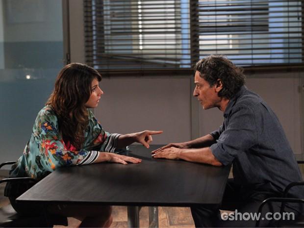 Manu diz ao pai que sua família agora é Igor (Foto: Carol Caminha / TV Globo)