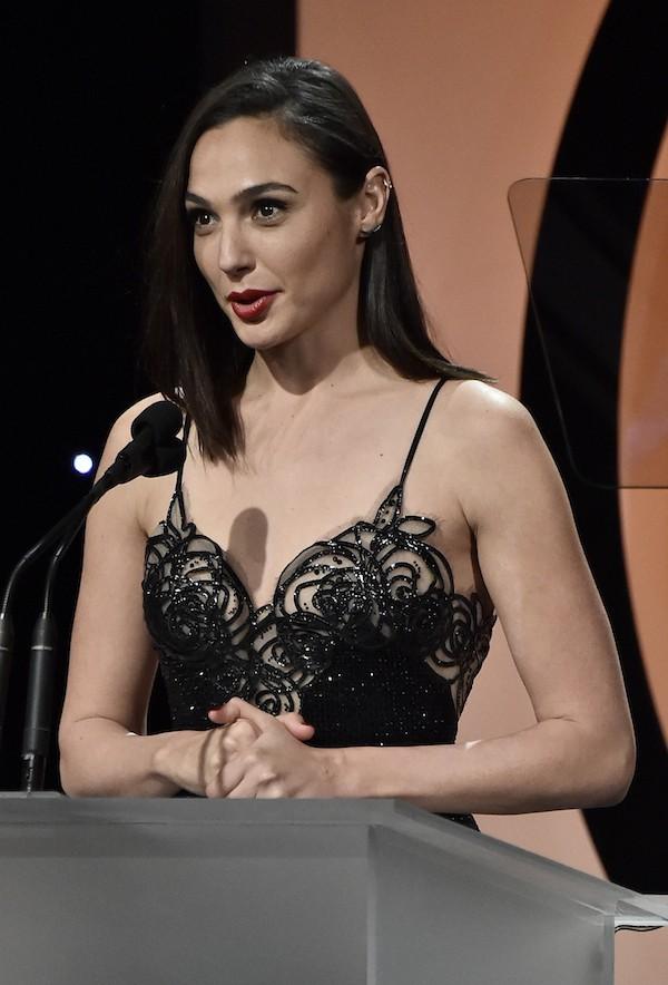 A atriz Gal Gadot, intérprete da Mulher-Maravilha, na premiação do Sindicato dos Produtores (Foto: Getty Images)