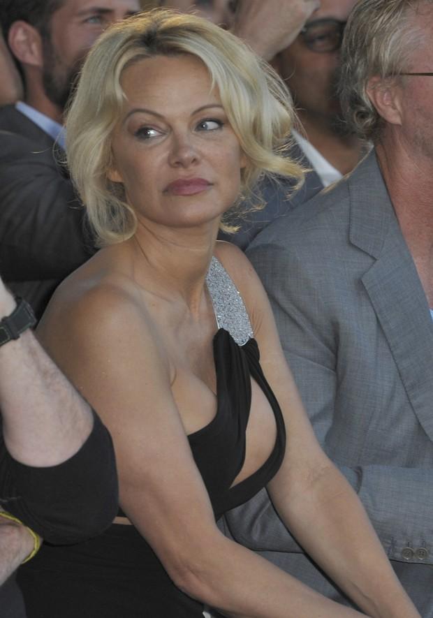 Pamela Anderson em Cannes (Foto: AKM Images)