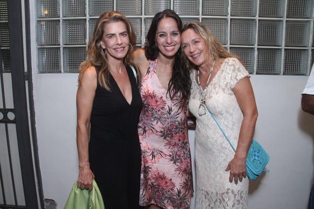Claudia Mauro entre Maitê Proença e Maria Zilda (Foto: Thyago Andrade/Foto Rio News)