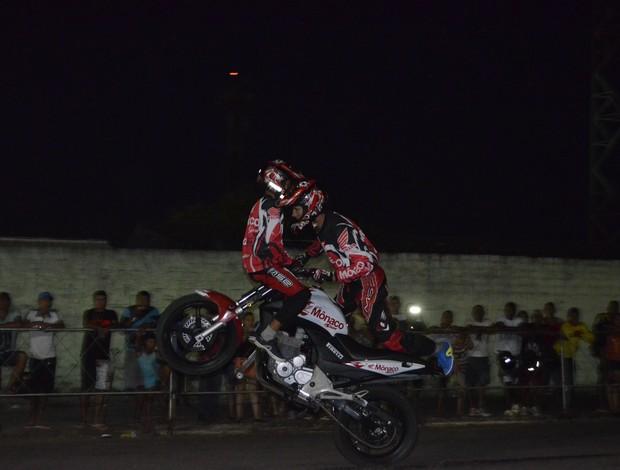 Grupo de MT 'Moto Show' faz espetáculo em duas rodas no Amapa (Foto: Cassio Albuquerque/GE-AP)
