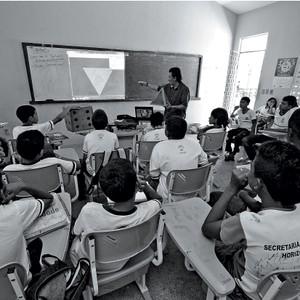DESEMPENHO Alunos durante uma aula numa escola pública do interior do Ceará. É preciso bons professores e gestores para oferecer educação de qualidade para todos (Foto: Jarbas Oliveira/Ed. Globo)