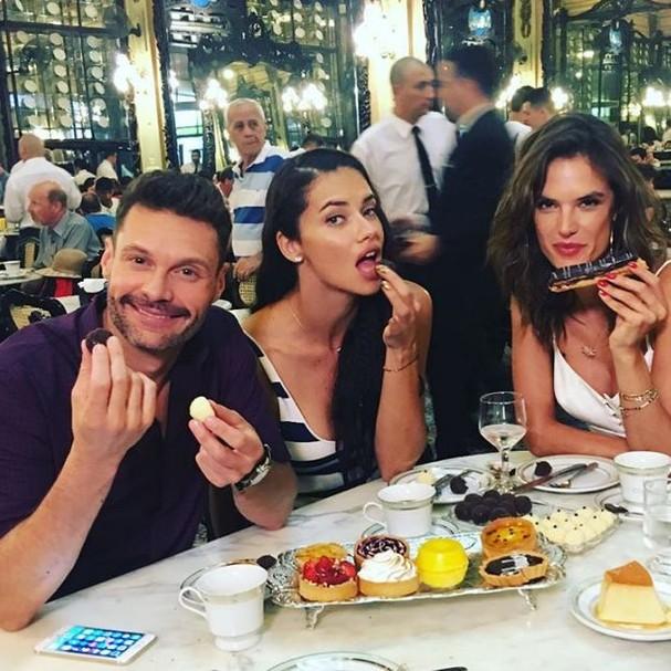 Ryan Seacrest, Adriana Lima e Alessandra Ambrósio (Foto: Reprodução/Instagram)