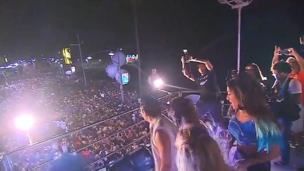 Psy, Sabrina Sato e Claudia Leitte se apresentam no trio em Salvador (Foto: Youtube / Reprodução)
