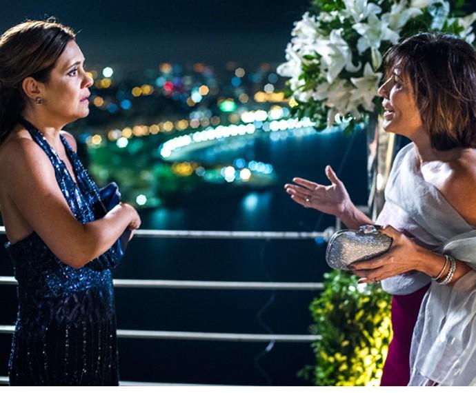As amigas de adolescência se reencontram e Beatriz humilha Inês (Foto: Tv Globo)