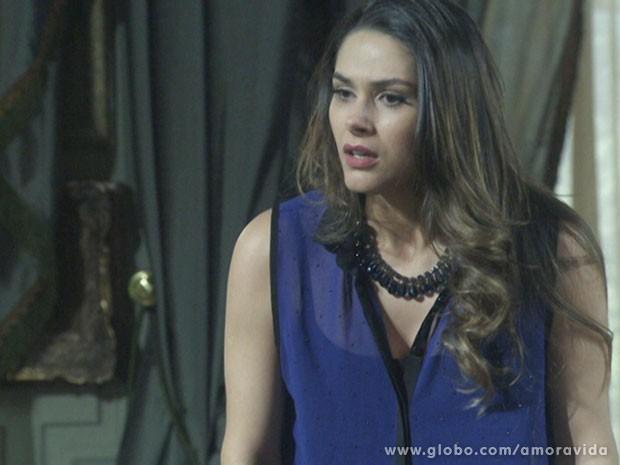 Leila fica possessa ao saber que o laptop foi recuperado (Foto: Amor à Vida/TV Globo)