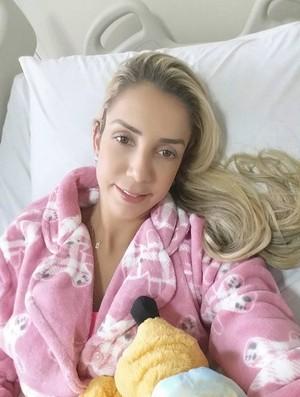Thaísa após cirurgia  (Foto: Reprodução)