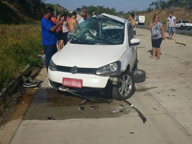 Táxi colidiu frontalmente com Hilux  (Foto: Divulgação/Eli Augusto)