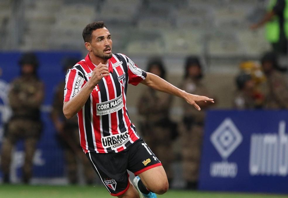 Gilberto, autor do segundo gol do São Paulo, vê jogo contra o Cruzeiro como exemplo para enfrentar o Corinthians (Foto: Rubens Chiri / saopaulofc.net)
