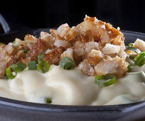 Purê de batata-doce com cream cheese e torresmo